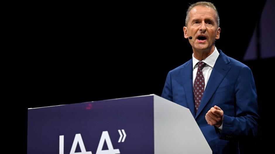 Herbert Diess, Vorstandschef von Volkswagen, hält seine Rede auf der IAA Mobility in München.
