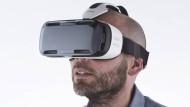 Vom Sofa aus ein Bewerbungsgespräch simulieren oder der Wunsch-Universität einen Besuch abstatten - mit Hightech-Brillen ist das kein Problem.