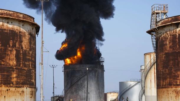 Großbrand in Raffinerie verschärft Versorgungskrise