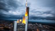 """9.600 Vollzeitstellen sollen dank """"Commerzbank 4.0"""" bis zum Jahr 2020 gestrichen werden."""