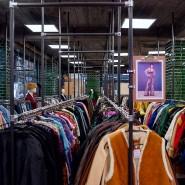 Gebrauchte Kleidung hatte früher einen muffigen Klang, heute liegt sie voll im Trend.