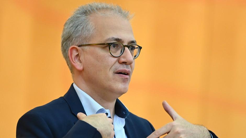 Über den Bundesrat will Hessens Wirtschaftsminister Tarek Al-Wazir eine längere Aussetzung der Insolvenzantragspflicht erreichen.