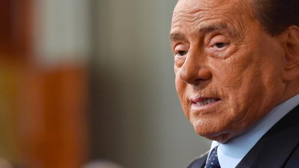 Ex-Premier Berlusconi ist im Krankenhaus