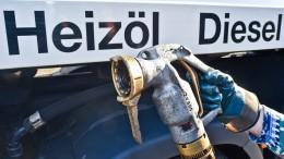 Heizöl fließt auf dem Main bis nach Frankfurt