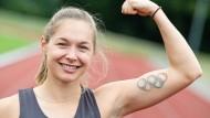 Mit den olympischen Ringen auf dem Arm nach Tokio: Sprinterin Gina Lückenkemper