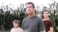 "Video-Kritik: Mel Gibson in ""Signs - Zeichen"""