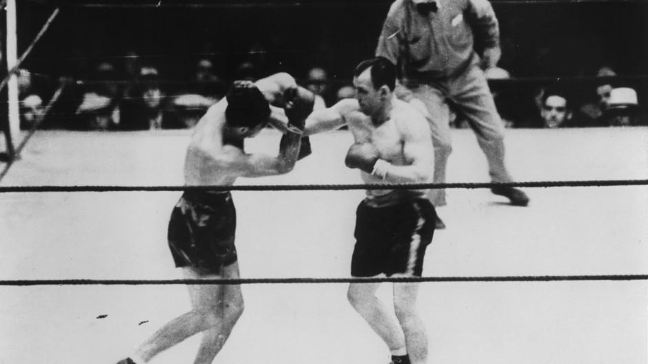 Fäuste sprechen lassen: Schmeling (links) und Sharkey kämpfen in New York um den Titel.