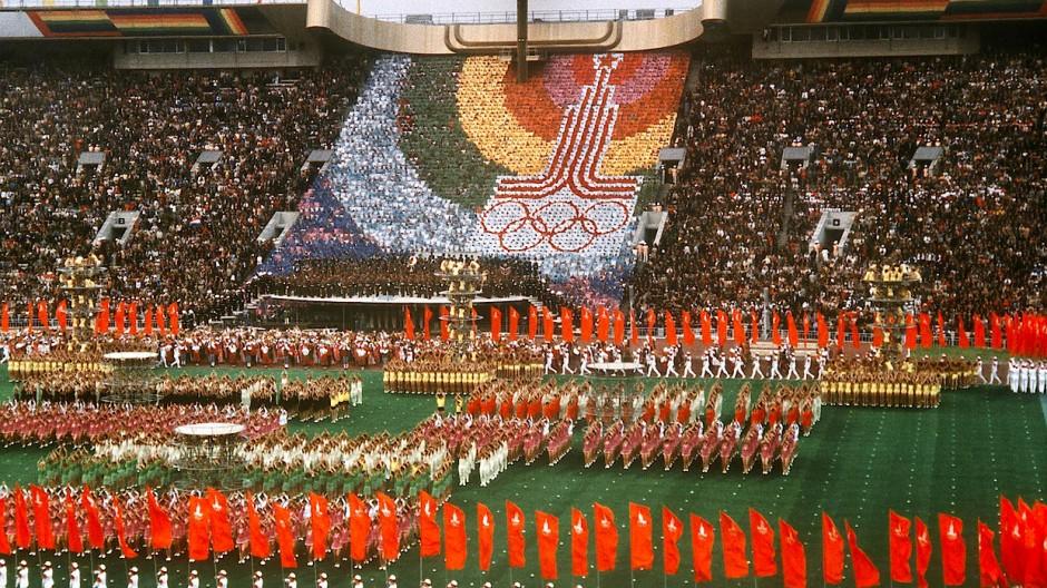 Eröffnungsfeier mit 5000 Sportlern und vor einem vollbesetzten Leninstadion.