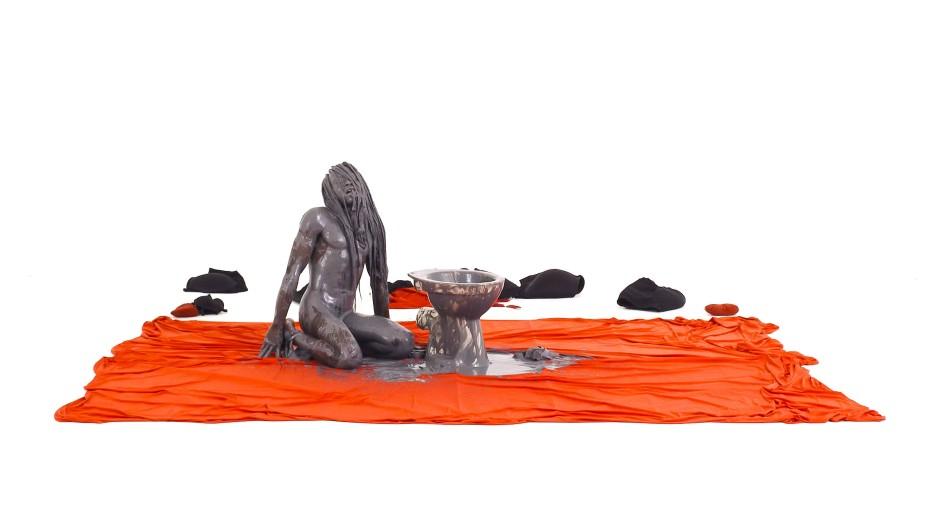 """Der Körper als Material: Va-Bene Elikem Fiatsi mit seiner Performance """"WounNded-wouNd"""" in """"Whiteout"""""""