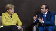 Für eine stabile Region: Kanzlerin Merkel setzt auf den umstrittenen ägyptischen Präsidenten Sisi. (Archivfoto aus dem Januar 2015)