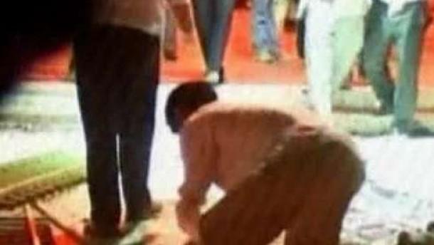 Viele Tote bei Anschlägen vor Moschee