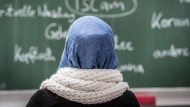 Eine muslimische Schülerin im Islamunterricht an einer Berliner Schule
