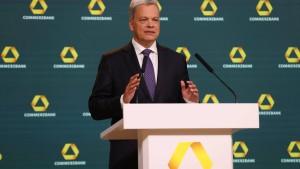 Aktionäre der Commerzbank kritisieren Wirtschaftsprüfer EY