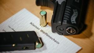 Mit Schreckschusswaffen gegen die Angst