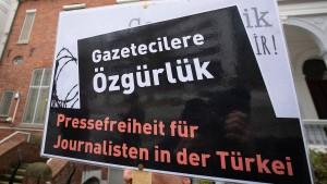 Angriff auf türkischen Journalisten in Berlin