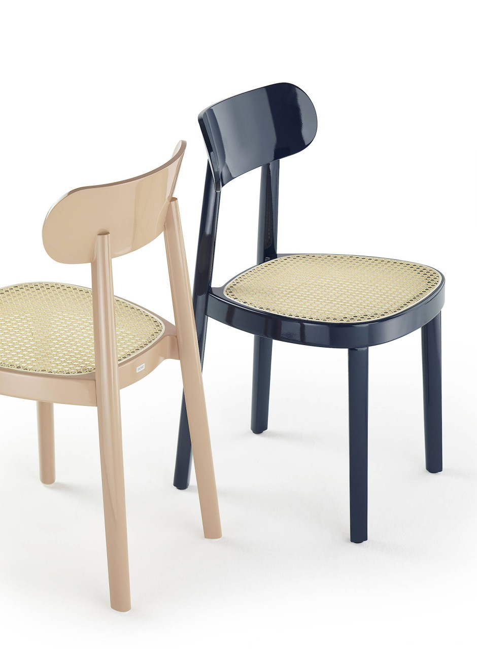 """Sieht aus wie ein Klassiker: der von Designer Sebastian Herkner entworfene Stuhl """"118"""" in der brandneuen Hochglanzvariante Fotos Hersteller"""