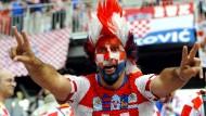 Großes Karo: Ein kroatischer Fan in vollem Ornat