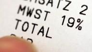 Viele wünschen sich eine Mehrwertsteuersenkung. Doch was bringt diese dem Verbraucher wirklich?