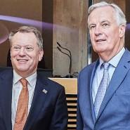 Ein Bild aus friedlichen Tagen: Der Chefunterhändler der Europäischen Union für den Brexit, Michel Barnier (rechts), und der britische Verhandlungsführer für den Brexit, David Frost im März 2020.