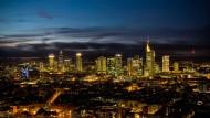 Auch nachts sind nicht alle deutschen Finanzhäuser grau: Der Allianz und der DZ Bank geht es blendend. Und der Hypo-Vereinsbank und der Commerzbank geht es zumindest nicht schlecht.