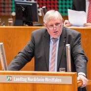 """Karl-Josef Laumann (CDU), Arbeitsminister von Nordrhein-Westfalen, will, dass Menschen nicht jeden """"selbst verdienten Groschen"""" aufbrauchen müssen, bevor sie staatliche Hilfen erhalten."""