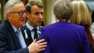 Kommissionspräsident Jean-Claude Juncker, Frankreichs Staatspräsident Emmanuel Macron, daneben: Großbritanniens Premierministerin Theresa May und EU-Außenbeauftragte Federica Mogherini