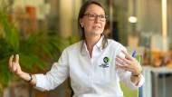 Besorgt: Tropenbiologin Antje Müllner kümmert sich um die Projekte in Südamerika und Asien.