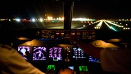 """""""Arbeitslos"""", aber im Cockpit: Eineinhalb Jahre lang hatte sich der Pilot Sozialleistungen in Höhe von insgesamt rund 16.000 Euro erschlichen."""