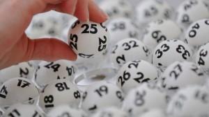 Kanadisches Paar findet in letzter Minute Lottoschein