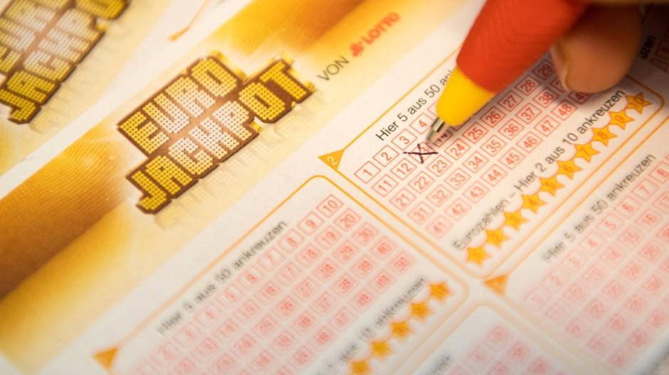Wer wird Millionär? Die Lotterie Hessen sucht den Gewinner des Eurojackpots.