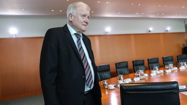 Kritik an Seehofers Migrationspaket
