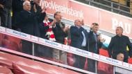 Kein Abstand, keine Masken: Bayerns Gesundheitsministerin kritisiert Münchens Bosse.
