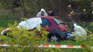 Vater und Sohn tot in Auto aufgefunden