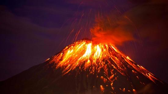 Lava und Asche am Vulkan Tungurahua