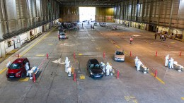 Corona-Testzentrum in Flugzeug-Hangar
