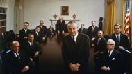 Lyndon B. Johnson, die Karriere eines beispiellos ehrgeizigen, politisch hochbegabten Mannes, der sich aus der Armut in die Amerikanische Politik kämpfte.