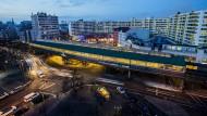 Gar nicht mal so teuer: Immobilien in Berlin während der Abenddämmerung.