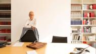 Seinen Schreibtisch im Haus des Buches an der Frankfurter Braubachstraße hat Heinrich Riethmüller seit dem Sommer nach und nach geräumt.