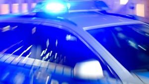Mann in Auto angeschossen und in Lebensgefahr