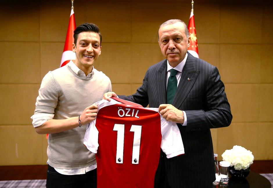 Özil und Erdogan posierten auch einzeln.