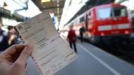 Ein Schaden von 96.000 Euro entstand beim falschen Ticketverkauf eines Schaffners der Deutschen Bahn.