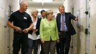 Merkel besucht Ex-Stasi-Gefängnis