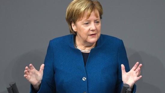 Applaus für Merkel nach Konter gegen Weidel