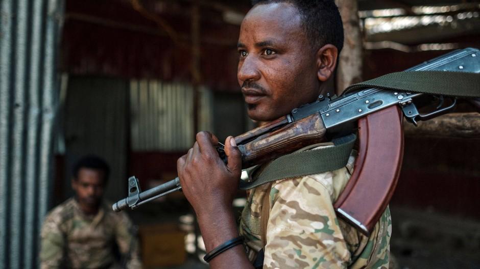 Mitglied einer amharischen Spezialeinheit der äthiopischen Streitkräfte in der nördlichen Stadt Dansha am 25. November