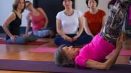 Topfit mit 98: Tao ist Yoga-Lehrerin