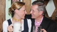 Comeback für die Liebe: Zusammen ziehen Bettina und Christian Wulff zurück in ihr Haus in Großburgwedel.