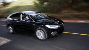 Sinkende Treibstoffpreise schaden Elektroautos