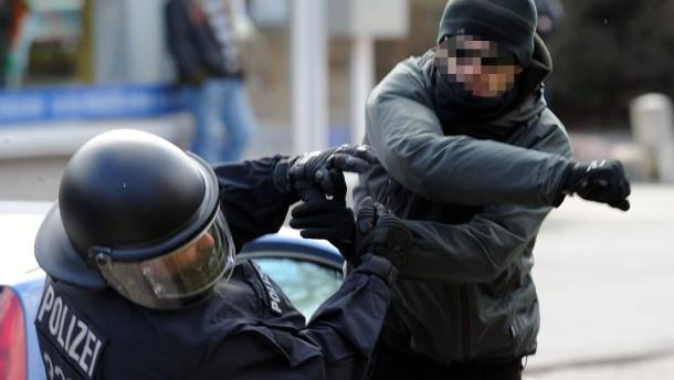 """""""Die Polizei darf nicht zum Freiwild werden"""""""
