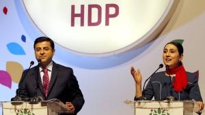 Polizei nimmt Vorsitzende der prokurdischen HDP fest