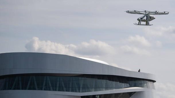 Lufttaxi fliegt über Stuttgart